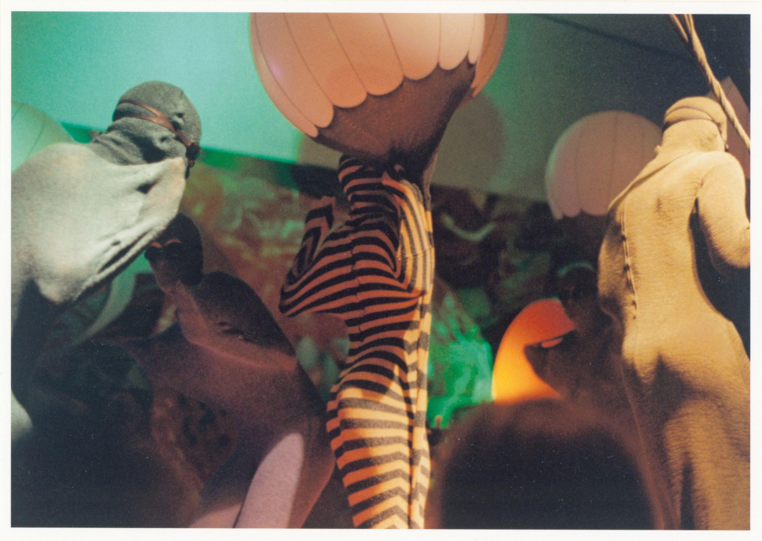 Gertrude Goroncy, Ohne Titel (Deep Diving for Whales, Deutsche Guggenheim), 1997. Foto: Gertrude Goroncy/SMB/Kunstbibliothek/Dietmar Katz