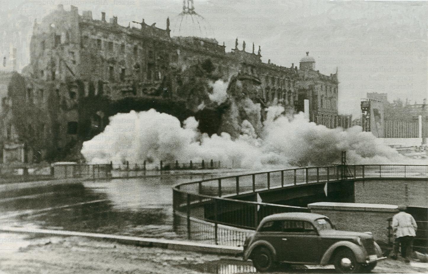 Sprengung des Berliner Schlosses, 1951. Foto: Winter