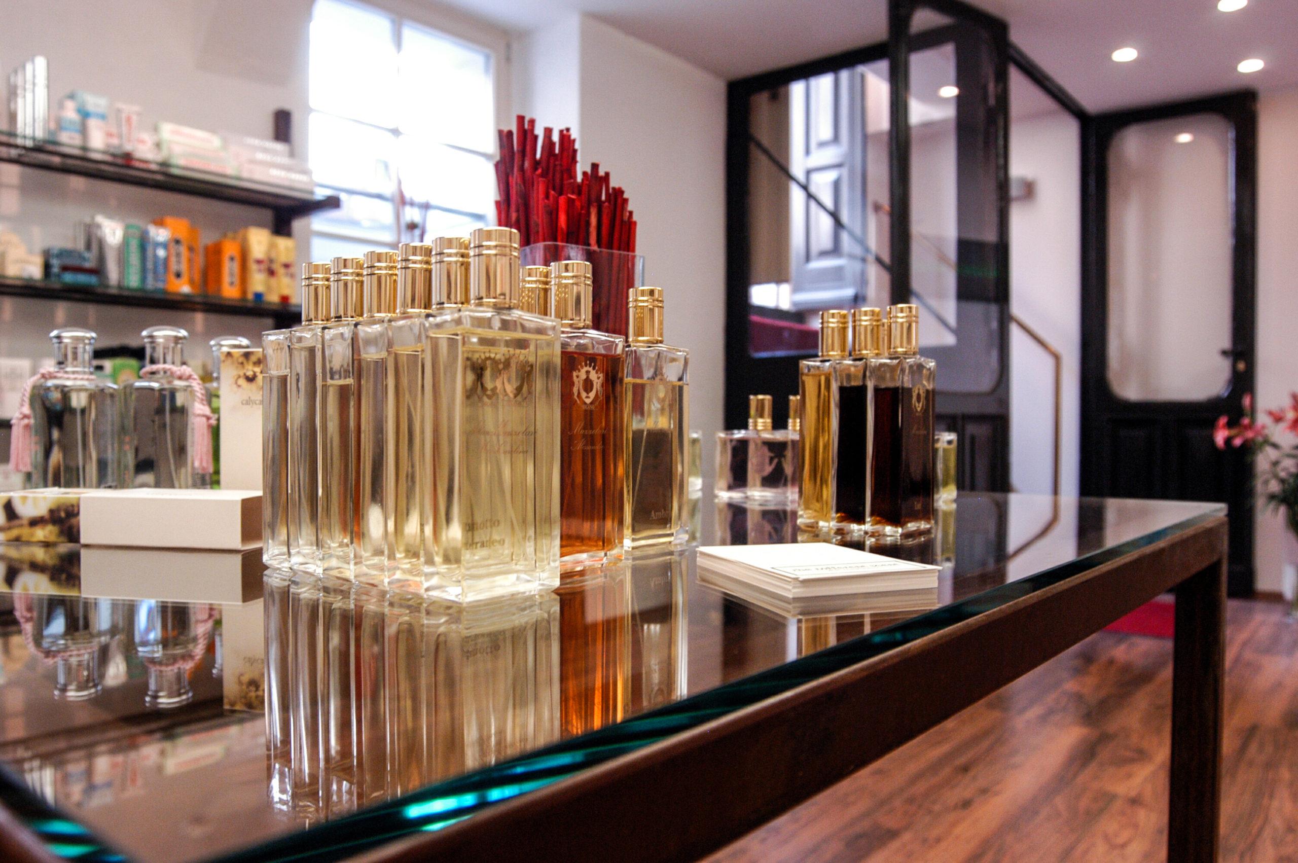 Parfümerie in Berlin Die komplexen, hochwertigen Düfte, für die The Different Scent steht, stammen vor allem von italienischen Hersteller*innen.