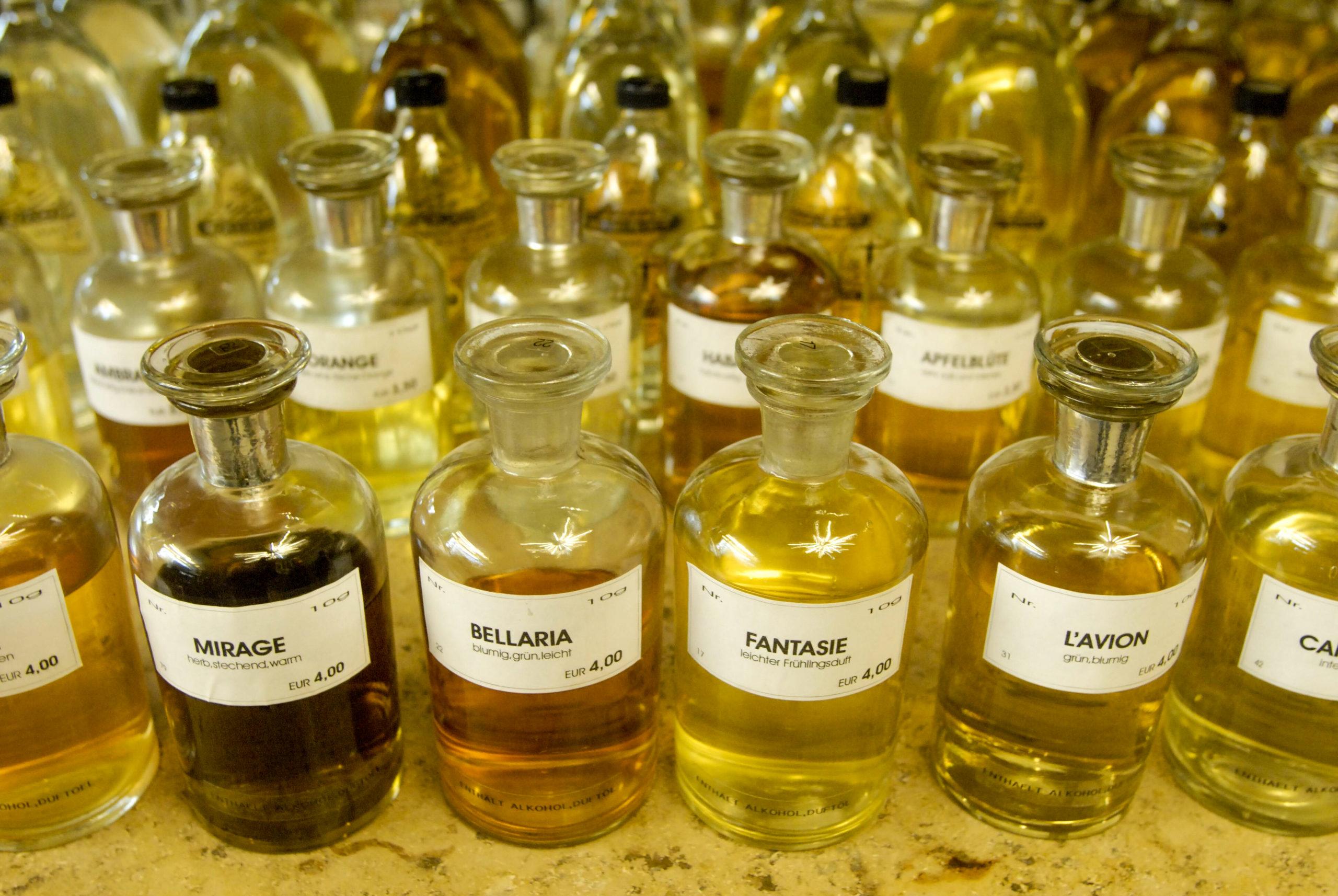 """Pafümerien in Berlin Was besonders ist in der Parfümerie Harry Lehmann: Hier werden auch noch """"alte"""" Düfte aus den 30er- und 40er-Jahren hergestellt und abgefüllt."""