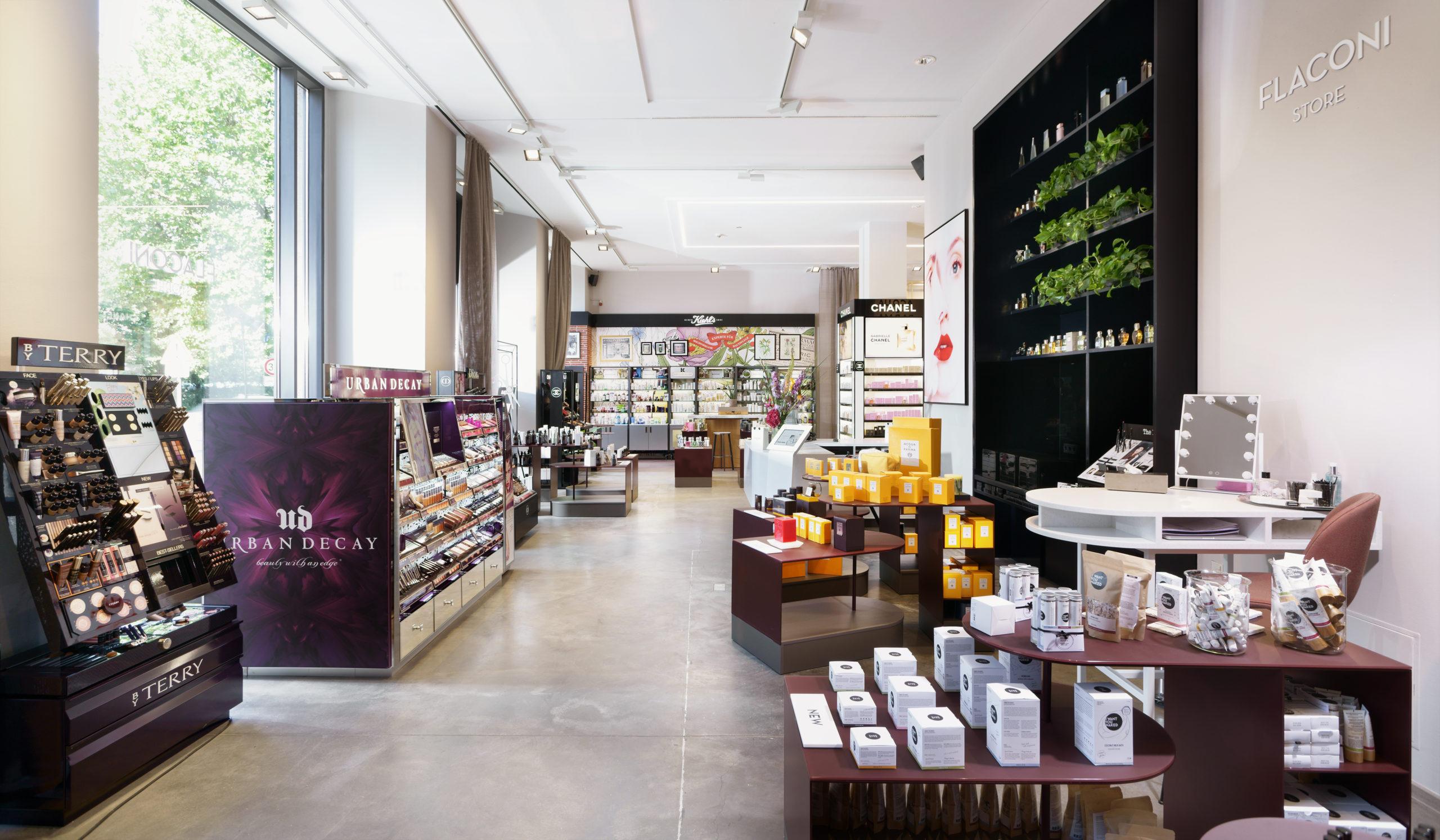 Pafümerien in Berlin Der Online-Kosmetik-Händler Flaconi eröffnete 2015 seinen Concept Store in Mitte. Hier findet man Klassiker, genauso wie Parfum-Neuheiten kleiner, unterschätzter Manufakturen.