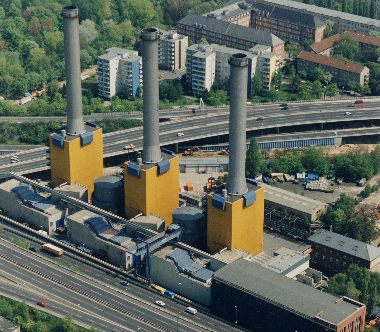 Das Heizkraftwerk Wilmersdorf an der A100, 1992. Foto: Vattenfall/Bewag Archiv/Ludwig Preiß