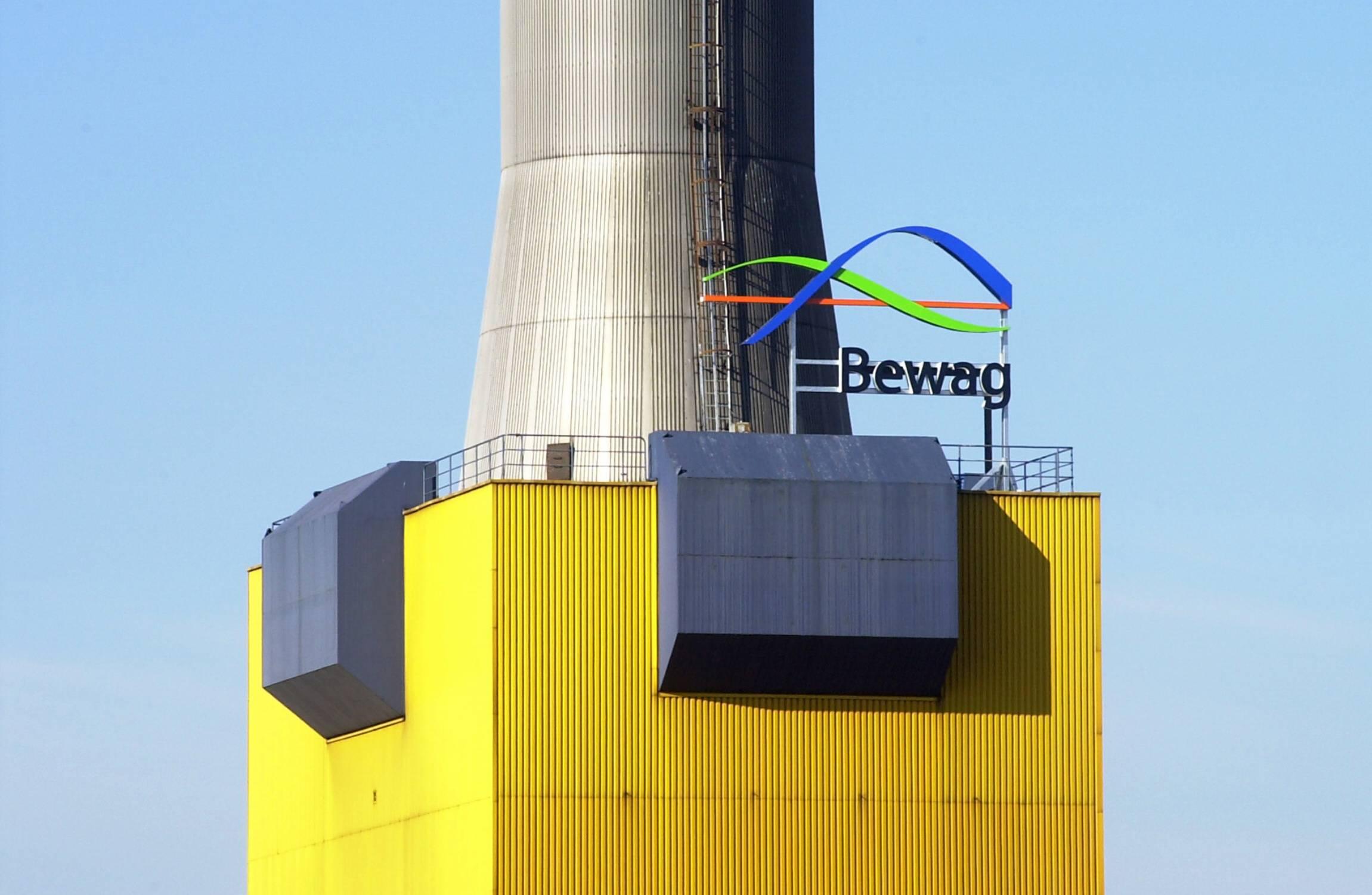 Bewag-Logo am Heizkraftwerk Wilmersdorf, 2002. Foto: Imago/Christian Ditsch