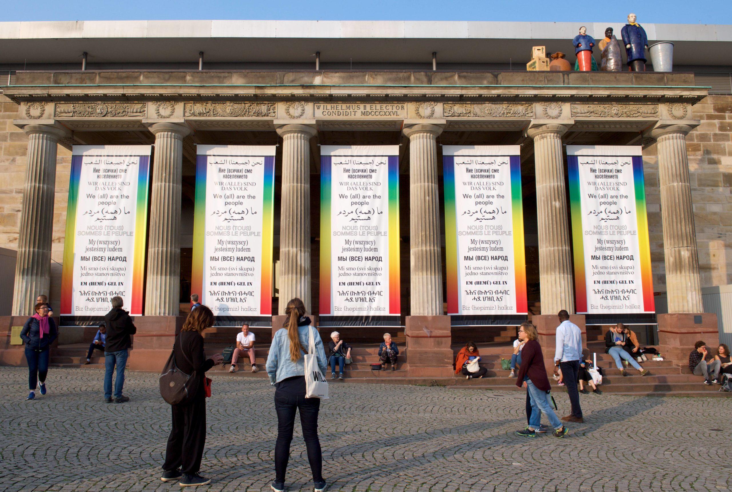 """Hans Haackes Arbeit """"wir (alle) sind das Volk"""" auf der Documenta 14 in Kassel. Derzeit hängen die Plakate in Berlin. Foto: Imago/Camera4"""