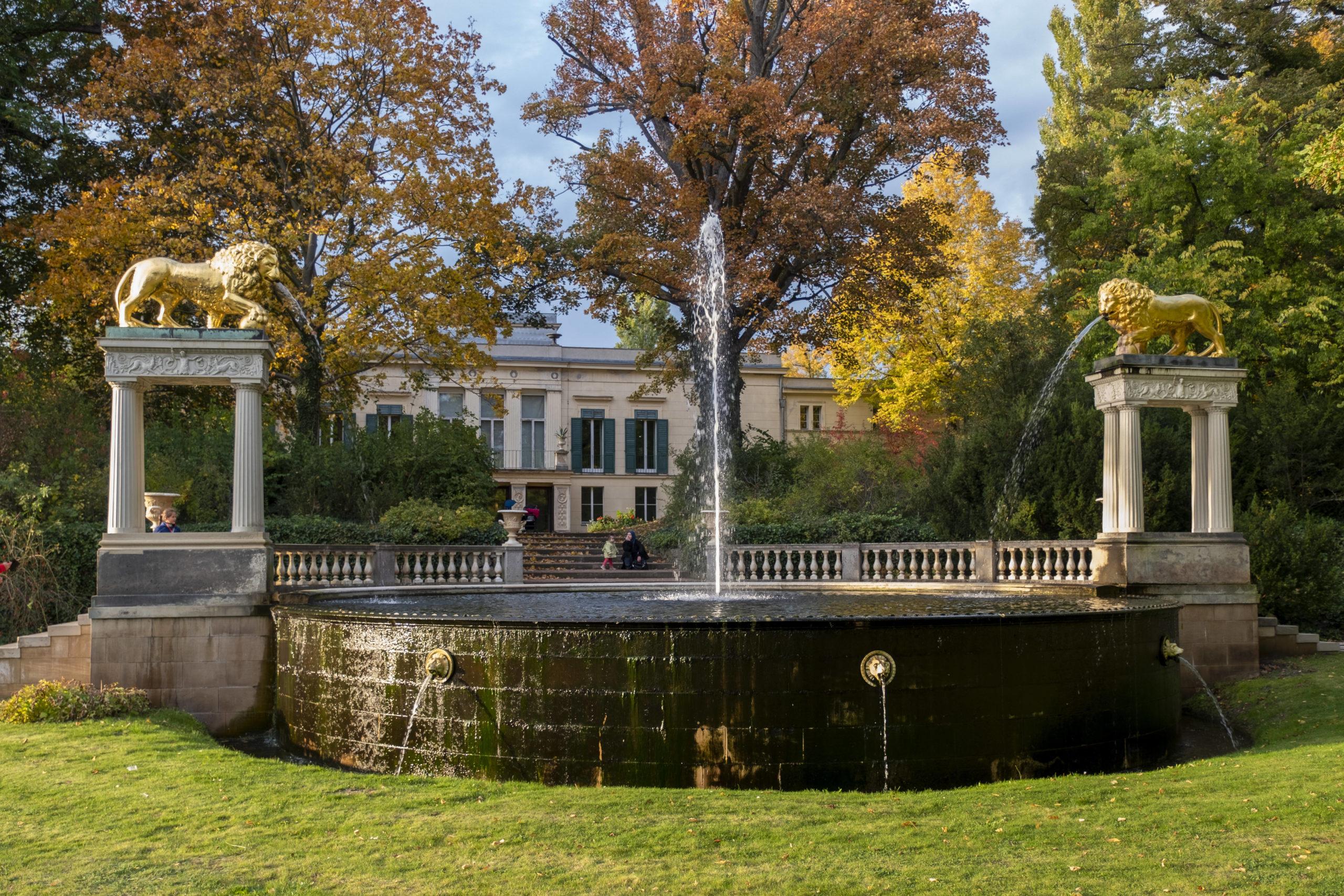 Wannsee Italienische Romantik: Prinz Carl von Preußen verliebte sich in den mediterranen Baustil und ließ daraufhin das Schloss Glienicke am Wannseeufer bauen.