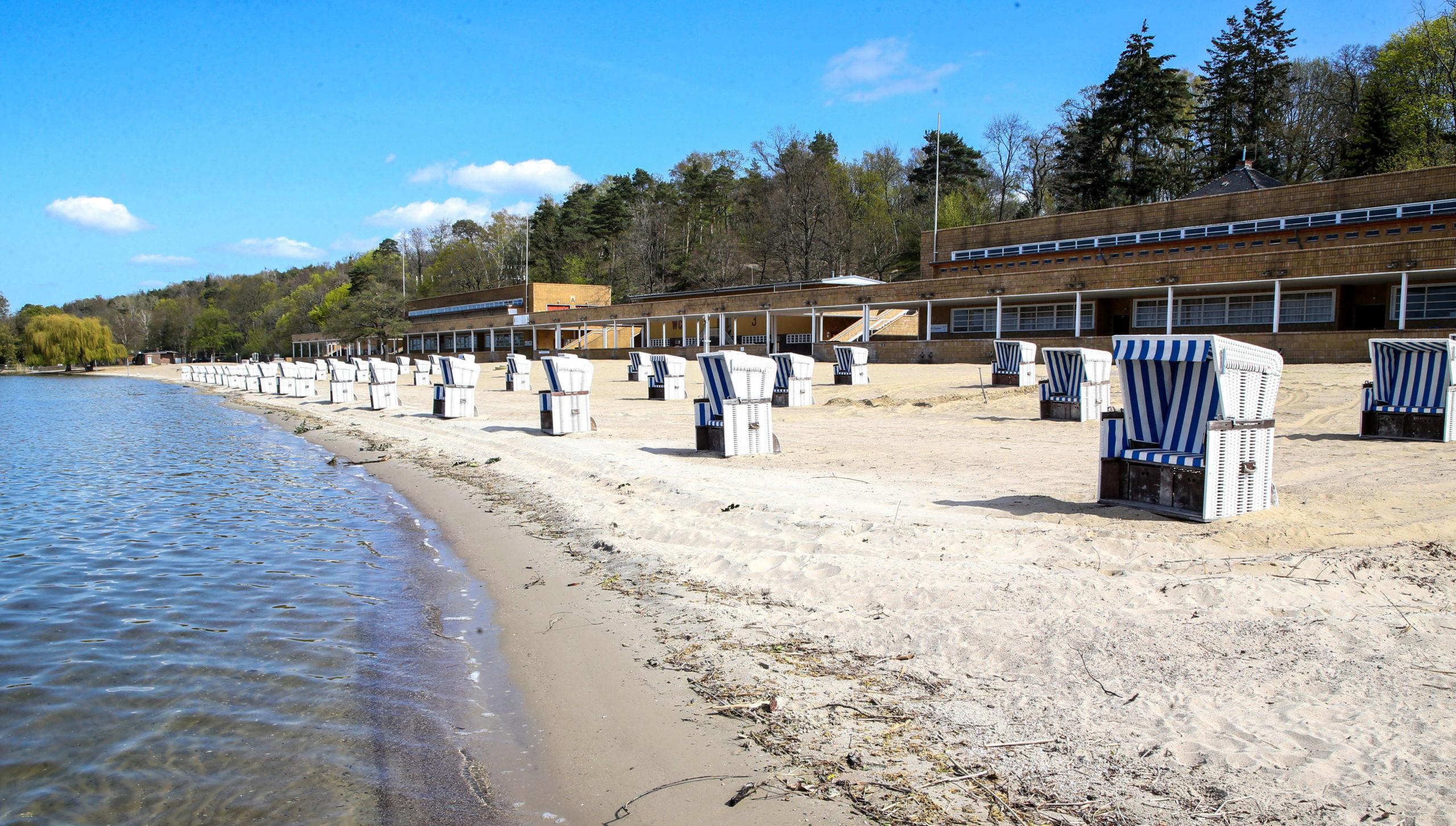 Wannsee Weißer Sand wie am Meer: Der schöne Strand im Strandbad Wannsee ist knapp 1.300 Meter lang und ein Sehnsuchtsort an heißen Berliner Sommertagen.