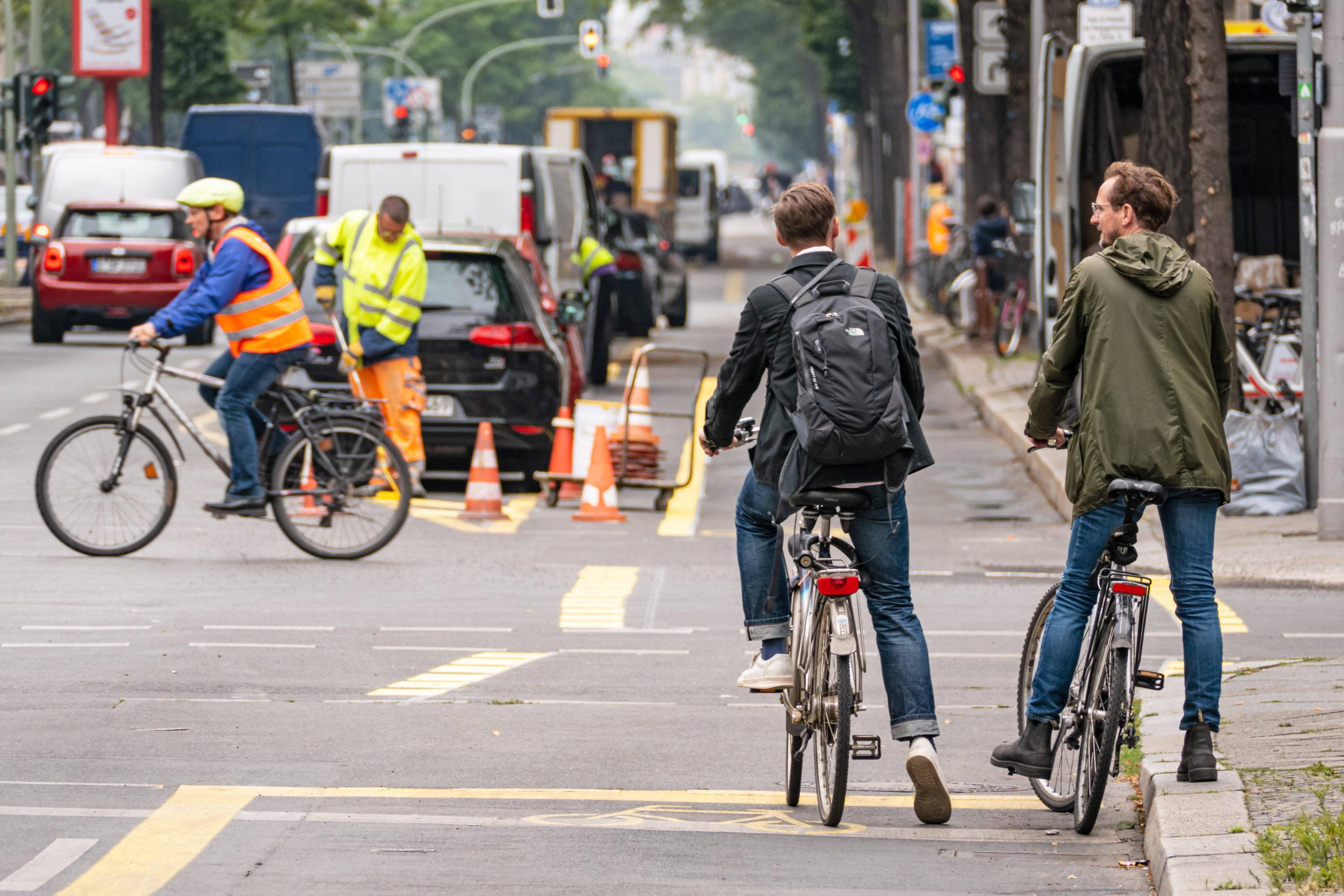 Radweg-Baustelle in der Kantstraße: kein Beispiel für die gelungene Verkehrswende, sondern eine Katastrophe. Foto: Imago/Stefan Zeitz
