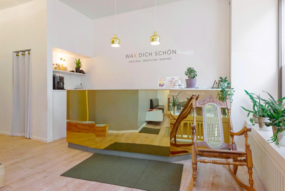 Die Studios von Wax dich schön bieten eine helle, gemütliche Atmosphäre. Drei Kosmetikstudios gibt es von der Firma, im Bild zu sehen ist die Filiale in Mitte. Foto: Wax Dich Schön