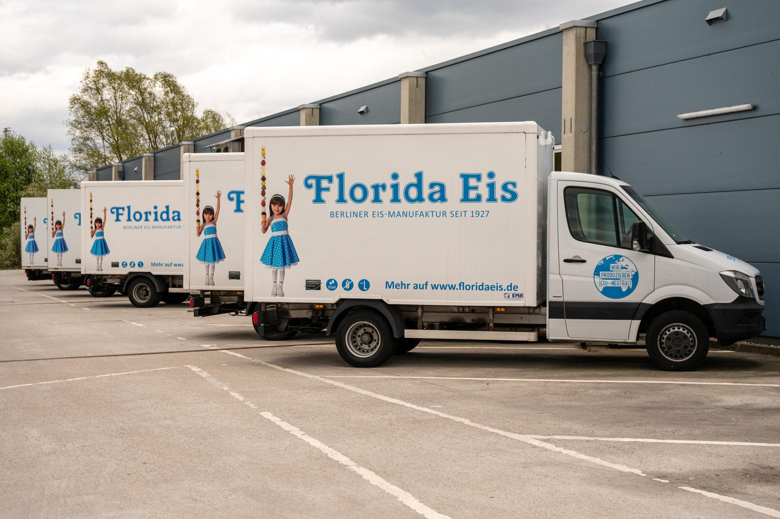 Florida Eis Florida Eis verwendet für die Eisherstellung traditionelle Eismaschinenmodelle, welche von anderen Herstellern kaum noch benutzt werden. Diese traditionelle Eisherstellung ist das Erfolgsrezept des seit 40 Jahren selbstständigen Unternehmers Olaf Höhn. Florida Eis verfolgt eine CO2-neutrale Eisherstellung. Umweltbewusstsein und Unternehmensführung ist für Florida Eis kein Widerspruch. Die neue Florida Eisproduktion am Zeppelinpark in Berlin-Spandau ist keine Standardproduktion für Speiseeis.