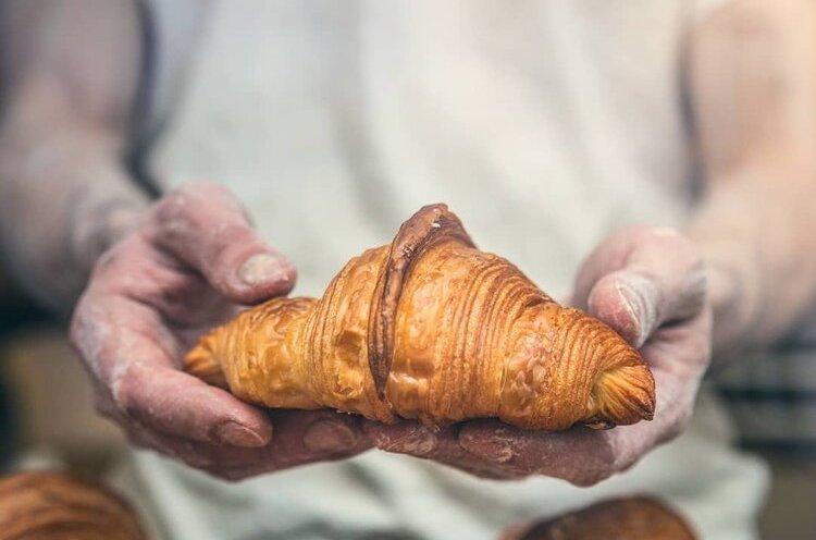 Ein Stück Paris in Neukölln: Croissant bei Le Brot in Berlin.
