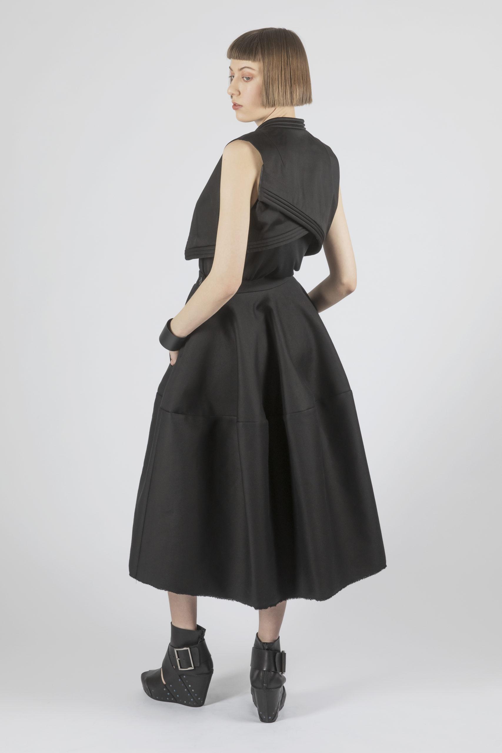 Stil Fusion zweier unserer Lieblings-Designerinnen: Esther Perbandt und Claudia Hoess von Trippen haben eine gemeinsame Kollektion entworfen.