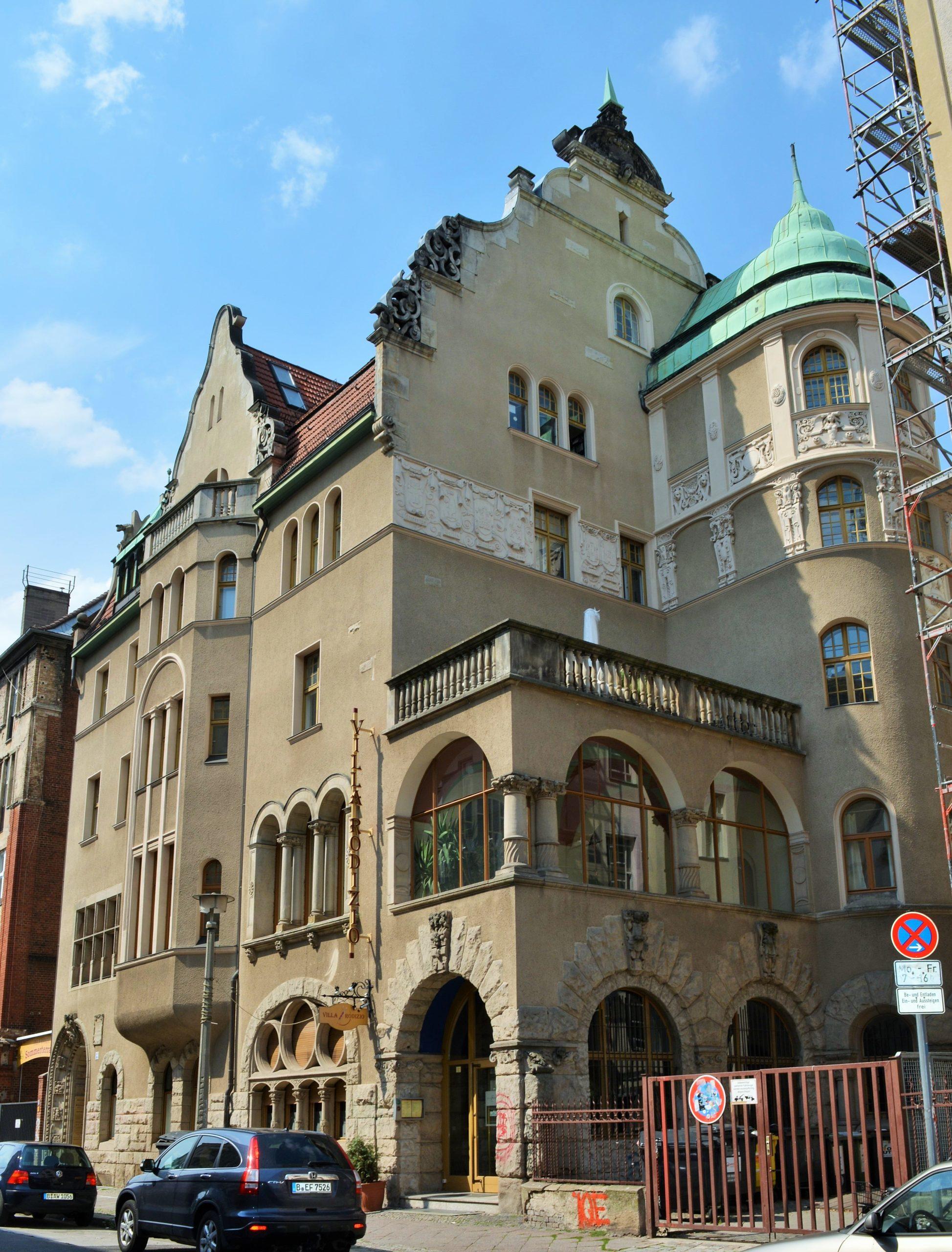 Türmchen, Ornamente und ein asymmetrischer Grundriss machen die Villa Groterjan zu einem der wichtigsten Jugendstil-Bauwerke in Berlin. Foto: Kvikk/Wikimedia Commos/CC BY-SA 4.0