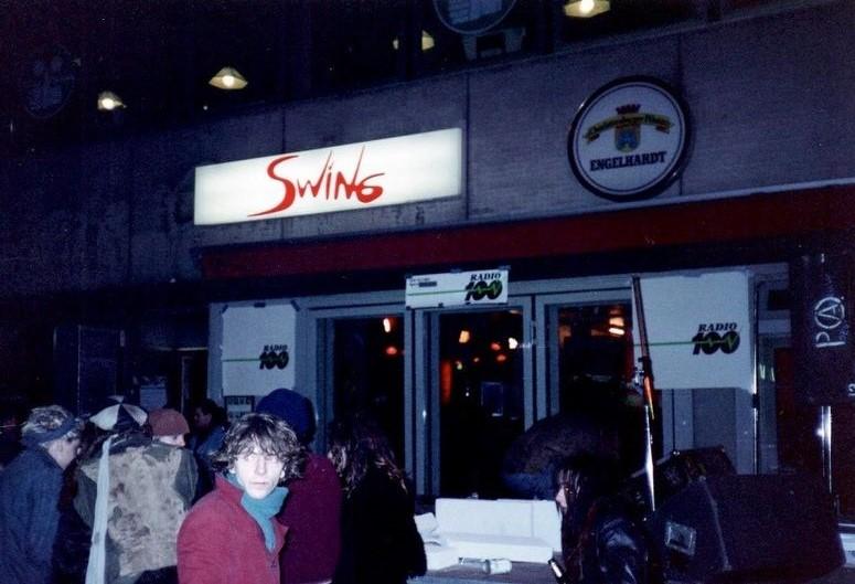 Im Café Swing in Schöneberg traf sich in den 1980er-Jahren die West-Berliner Subkultur. Foto: Archiv Bernd Feuerhelm