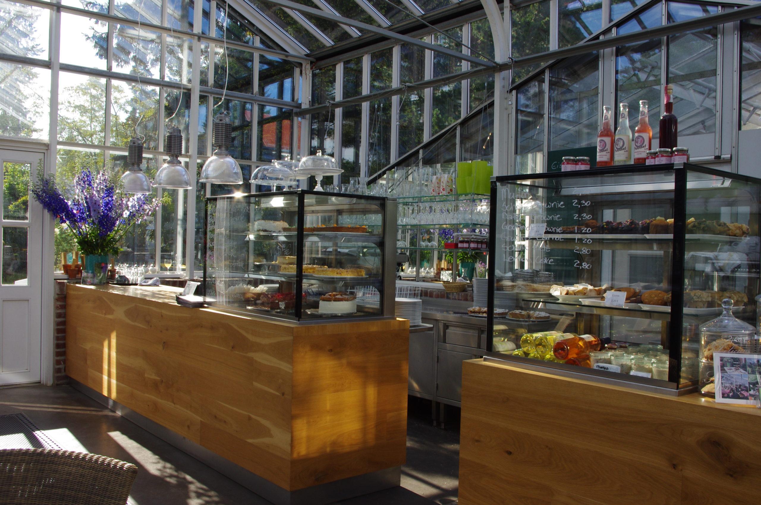Gartenrestaurant in Berlin Kuchen und Warmes essen zwischen blühenden Stauden: Das Café in der Königlichen Gartenakademie ist eine ganz besondere Adresse in Berlin.