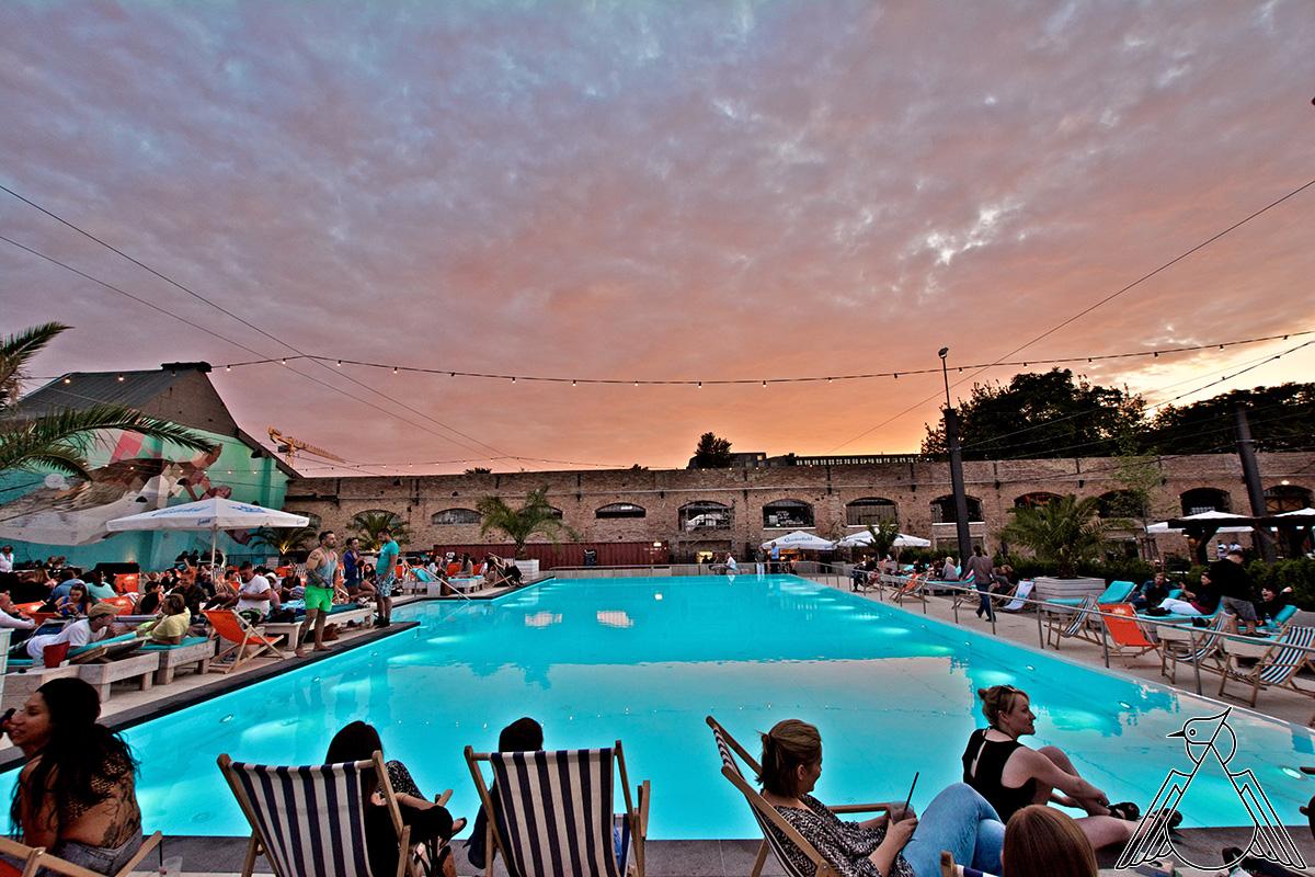 Ob Pool-Party oder lässiger Sundowner - der Haubentaucher ist eine coole Location. Foto: Haubentaucher