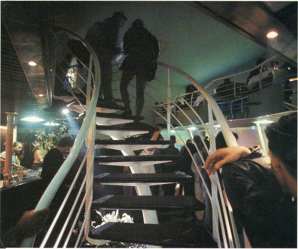 Die Treppe über dem Tresen. Wer einmal im Dschungel war, wollte nicht mehr heraus. Foto: Archiv