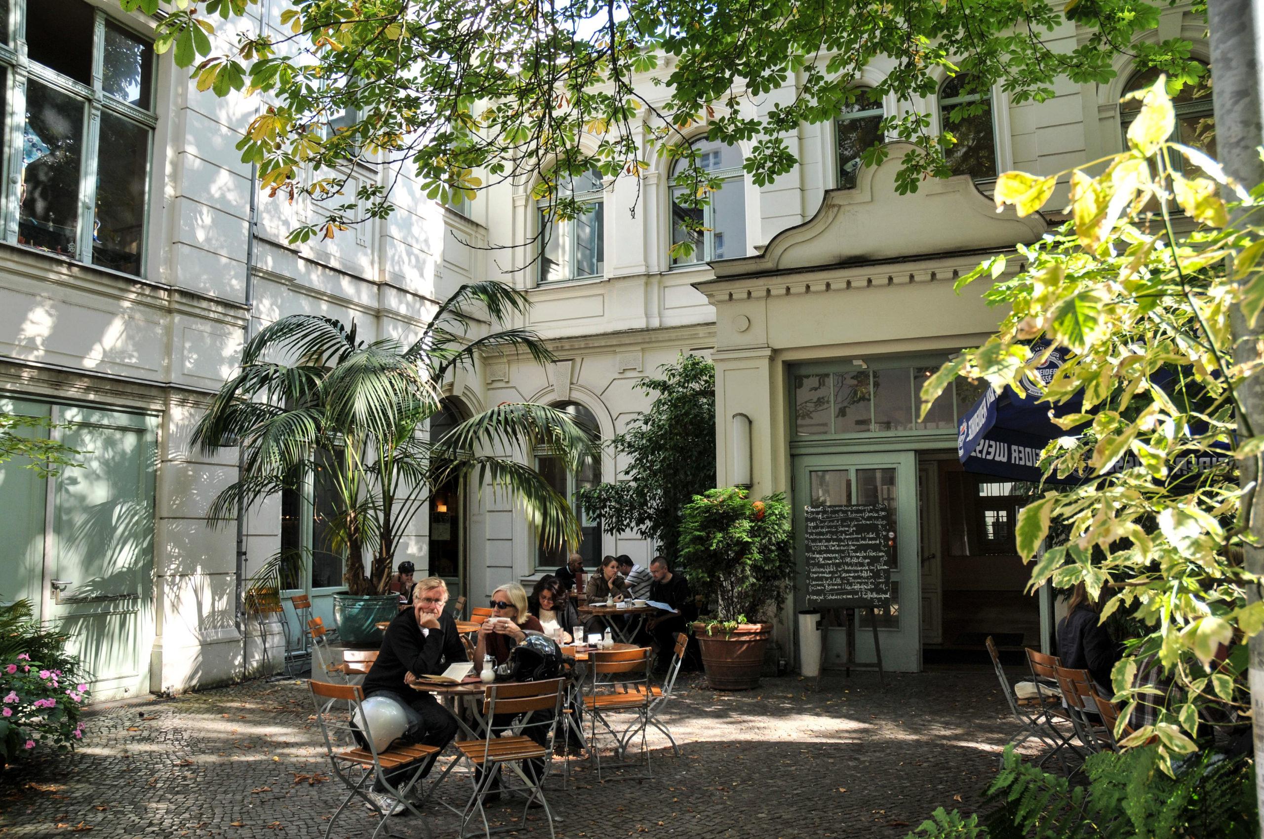 Gartenrestaurant in Berlin Traditioneller Geheimtipp in Neukölln: Das Café Rix serviet leckeres Essen in lockerer Atmosphäre.