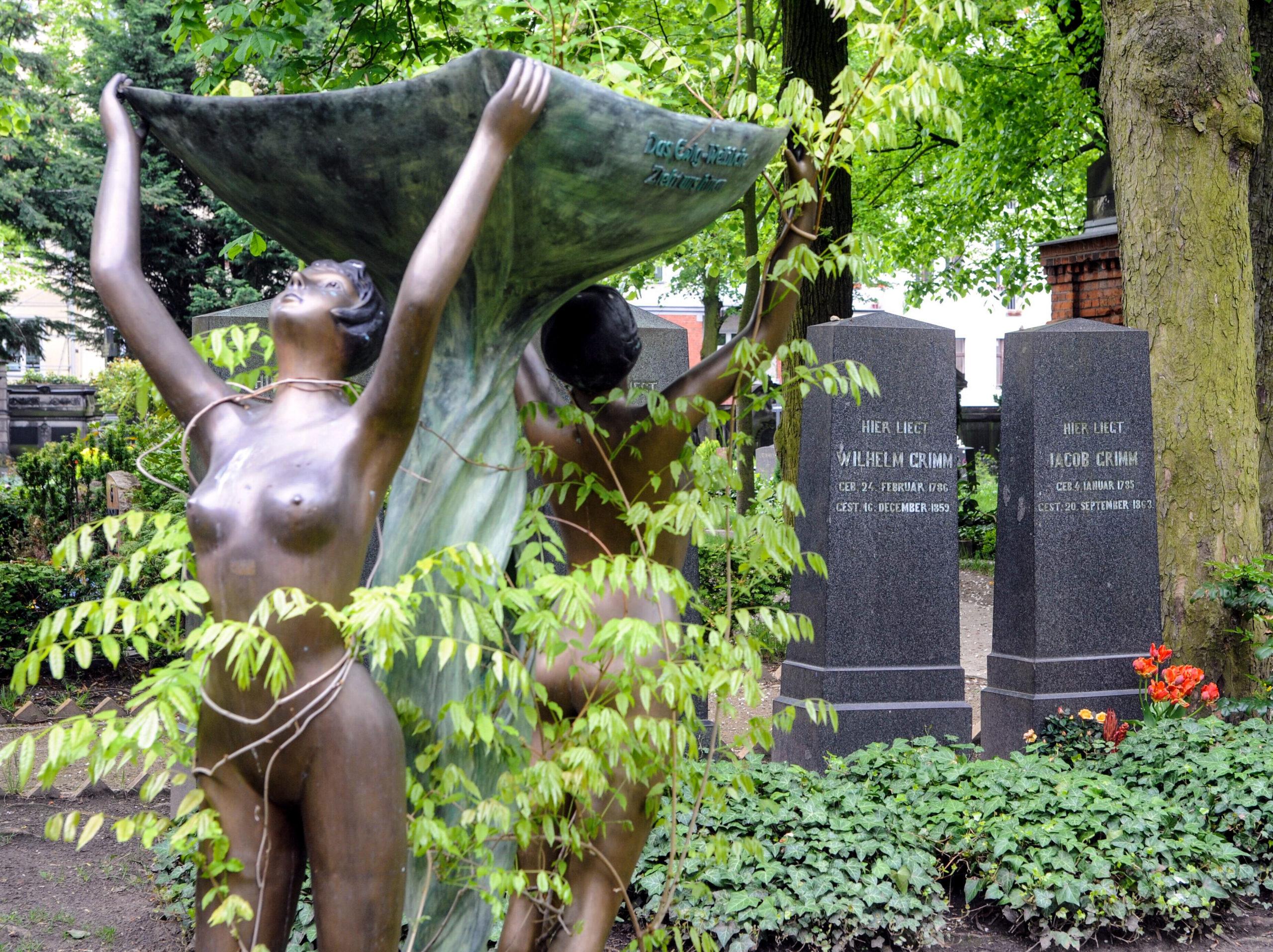 Märchen Berlin Dank ihnen kennen wir die schönsten Märchen unserer Zeit: Die Gebrüder Grimm wurden im Hessischen Hanau geboren, lebten ab 1840 jedoch für zwanzig Jahre auch in Berlin.