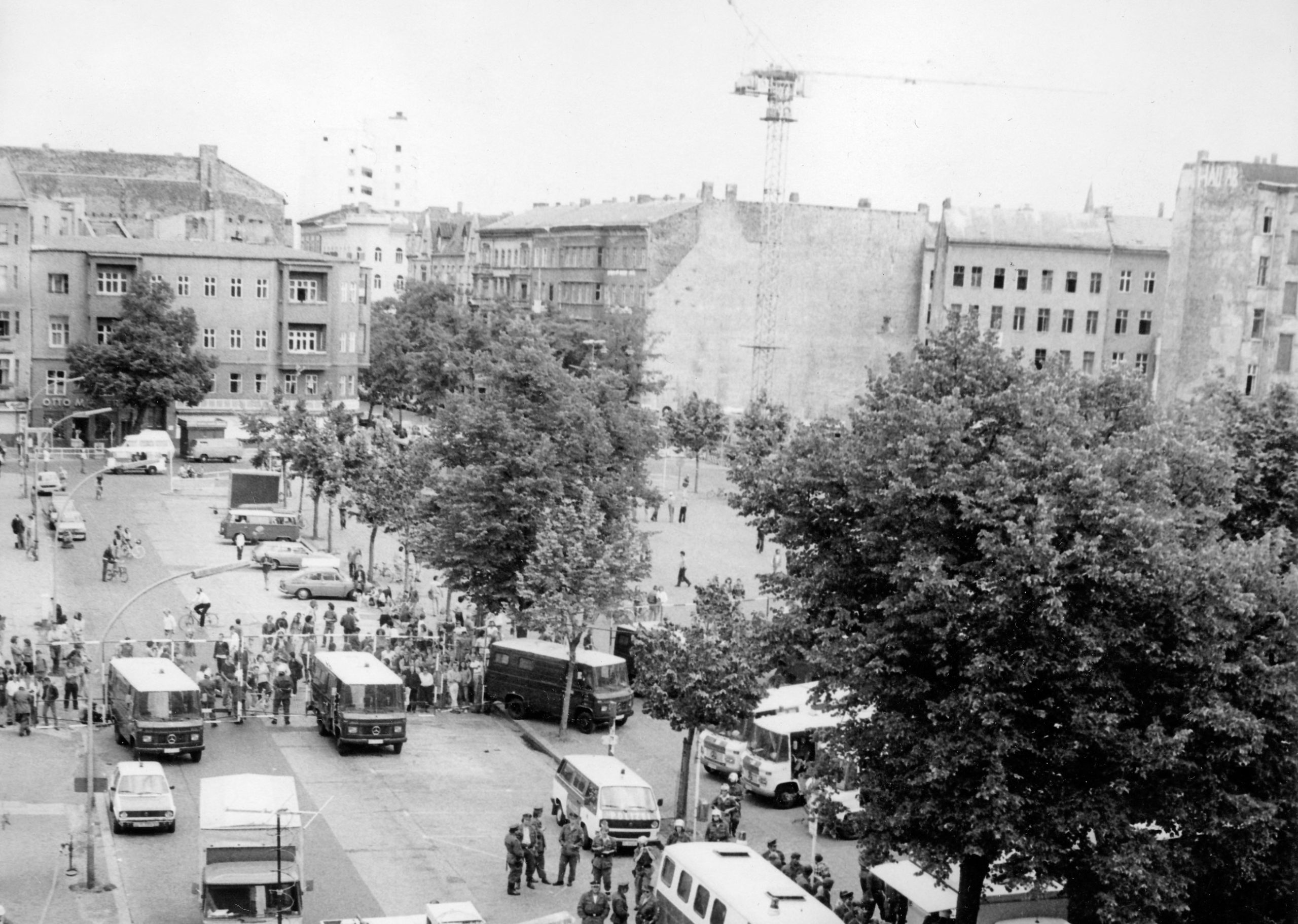 Räumung des Hauses in der Goltzstraße 30. In den 1980er-Jahren tobte nicht nur in Kreuzberg der Häuserkampf, auch in Schöneberg gab es eine rege Besetzerszene. Foto: Peter Homann