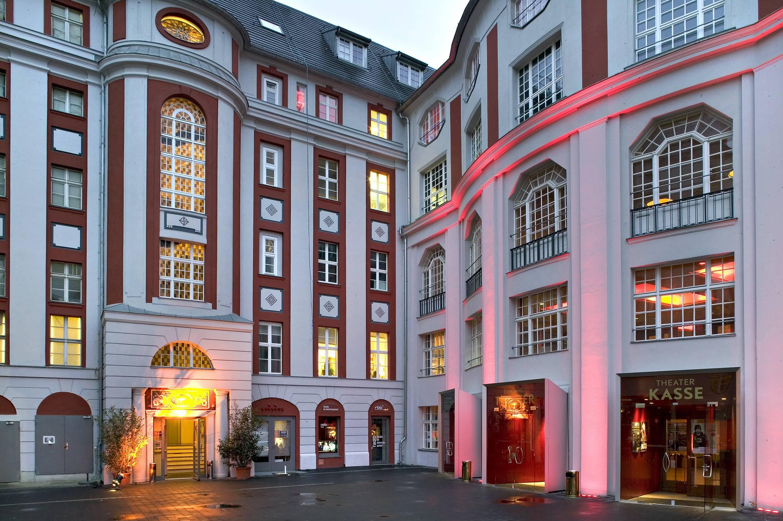 Der Innenhof des Admiralspalasts weist Jugendstil-Elemente auf, an der Planckstraße finden sich noch mehr. Foto: Imago/Drama-Berlin.de