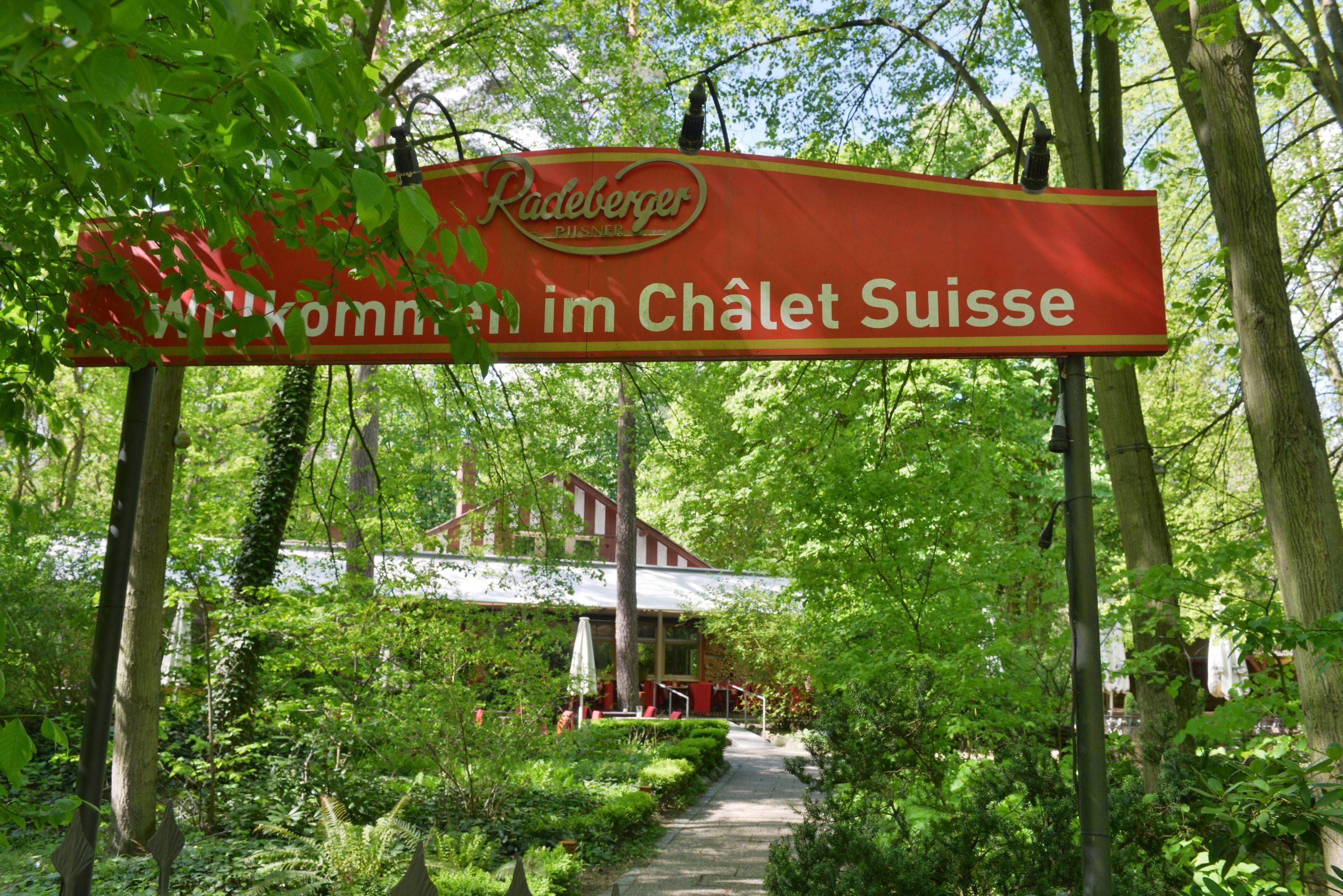 Gartenrestaurant in Berlin Schweizer Küche im Wald mitten in Berlin gibt es im lauschigen Châlet Suisse im Grunewald.