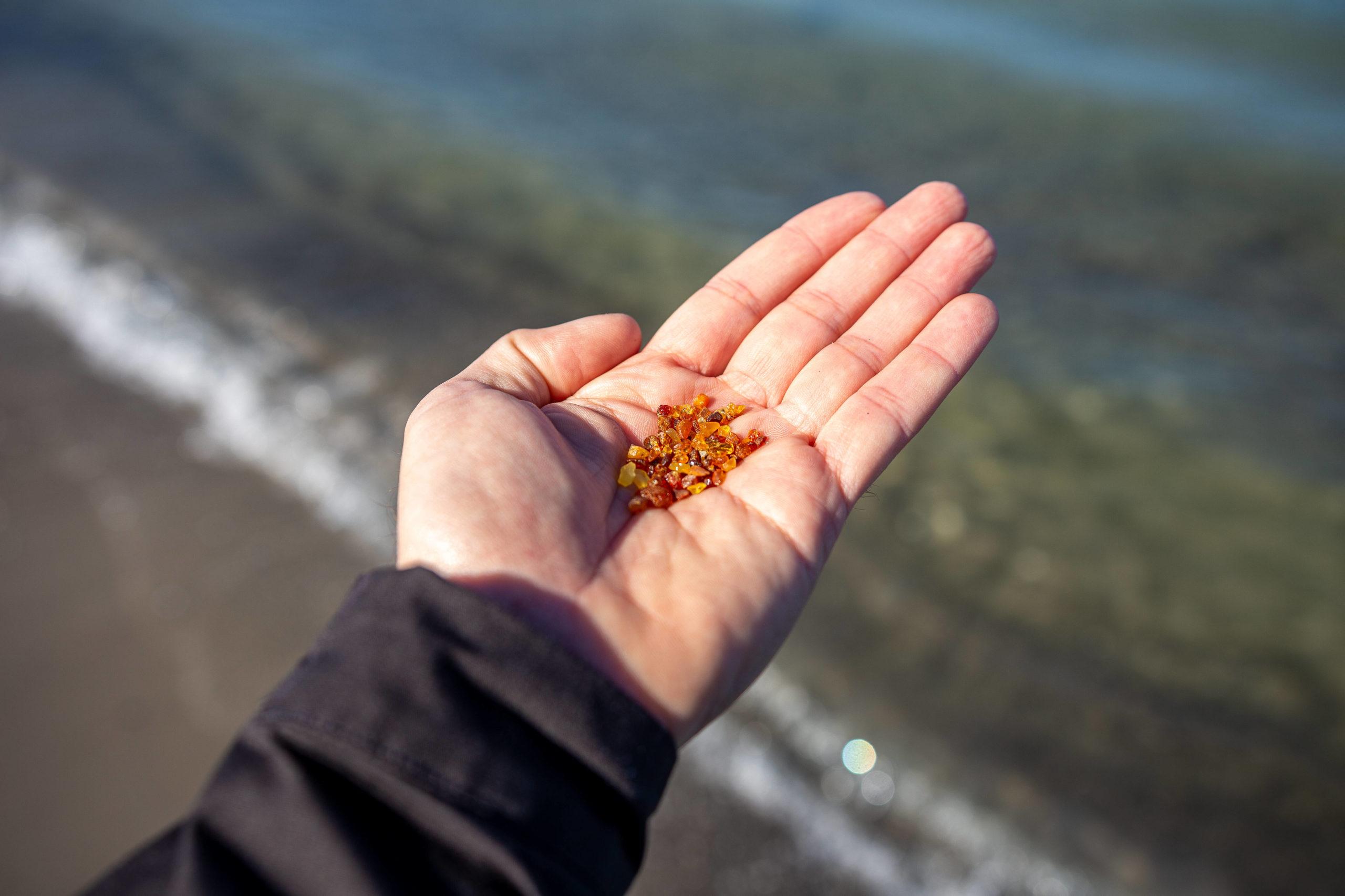 Schönste Strände Ostsee Am berühmten Strand Binz kann man alles machen, was zu einem unvergesslichen Strandtag gehört: Bernsteine suchen, ein Lagerfeuer machen, Volleyball spielen, Cocktails schlürfen.