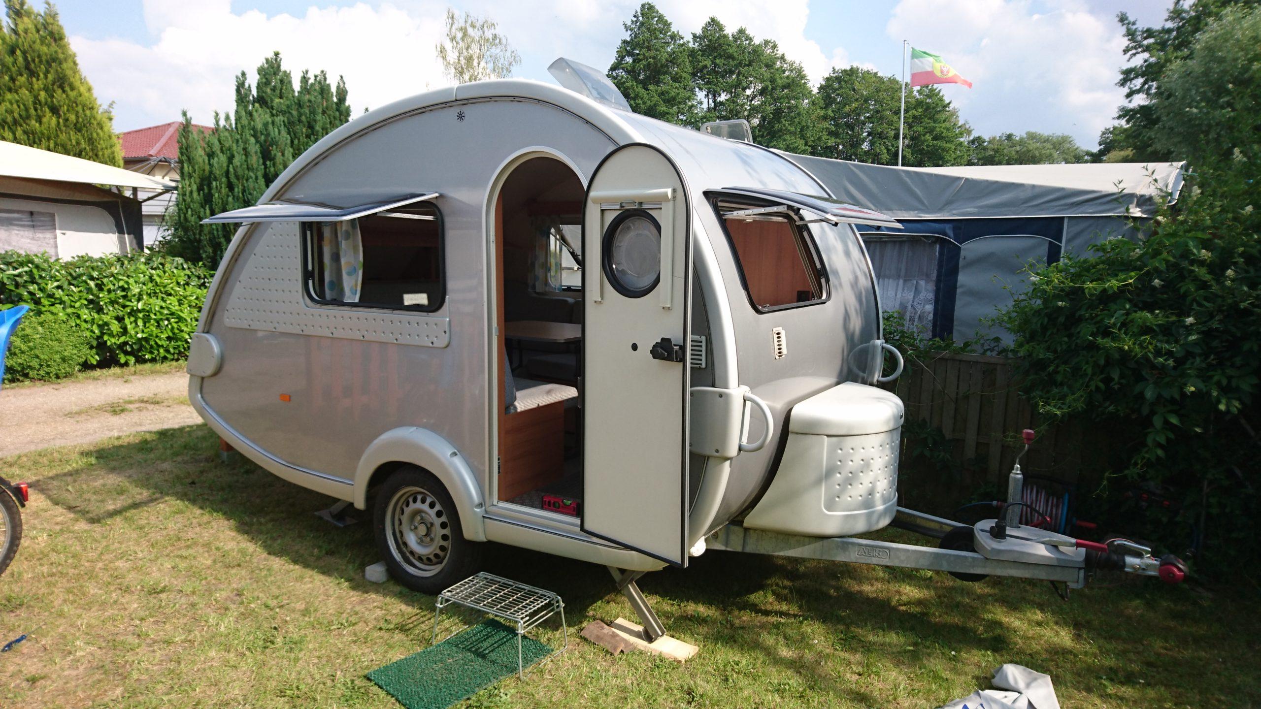 Der Wohnwagen hat alles an Board was ihr zum Camping benötigt. Foto: PaulCamper