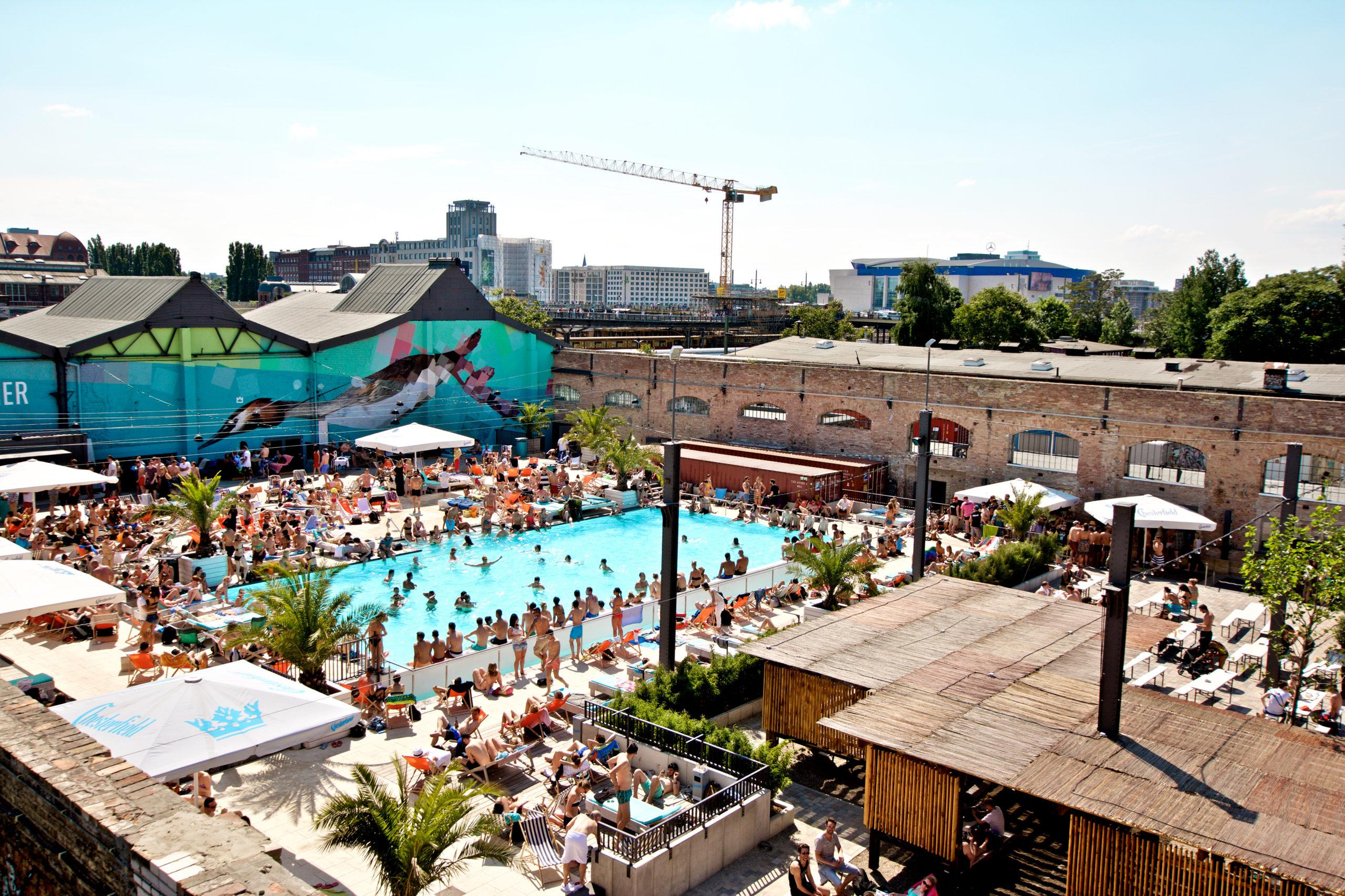 12 Strandbars In Berlin Hier Gibt Es Kuhle Drinks Sand Und Sonne Satt
