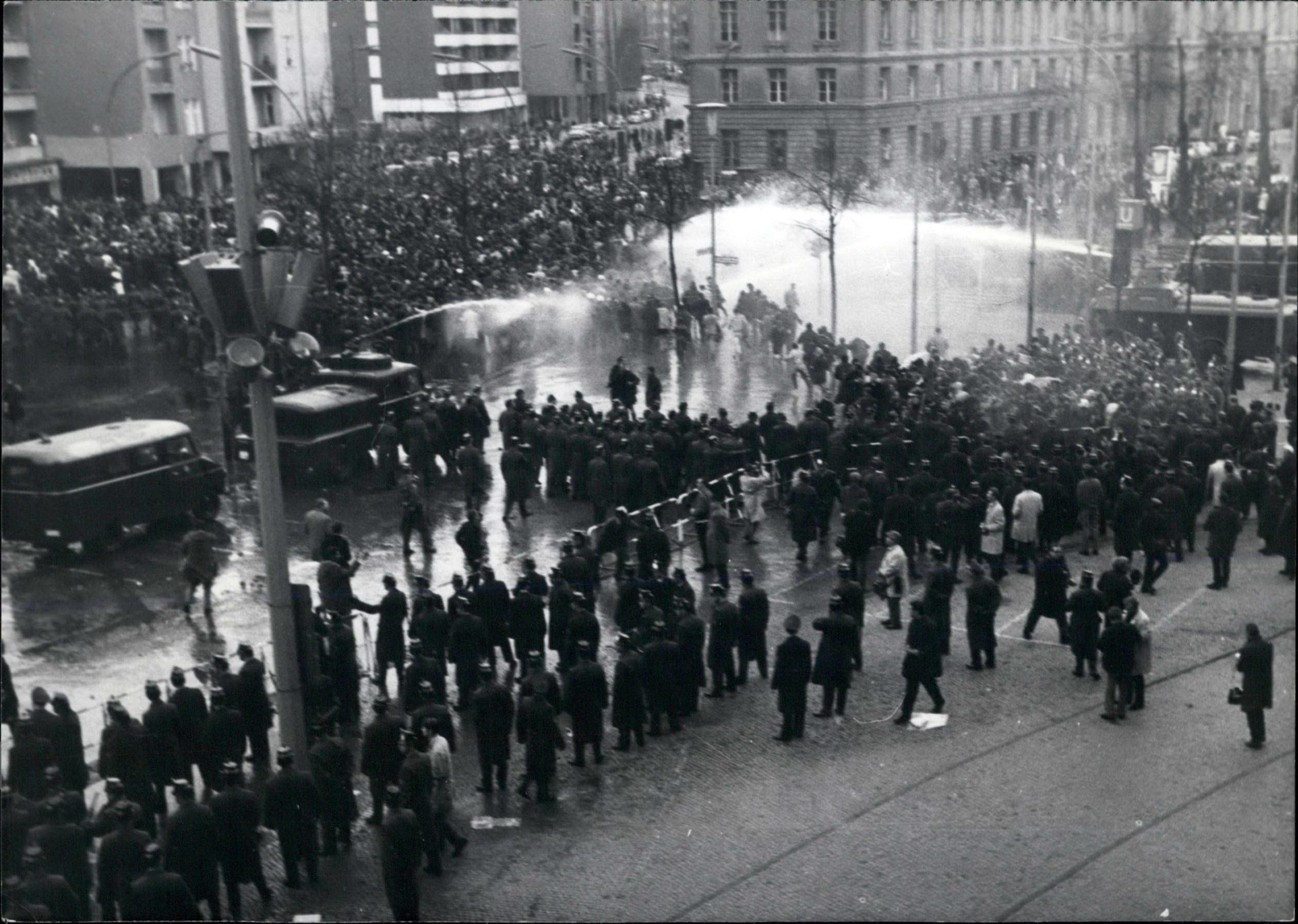 West-Berlin, 1968 – Demo nach dem Anschlag auf Rudi Dutschke. Foto: Imago/Zuma/Keystone