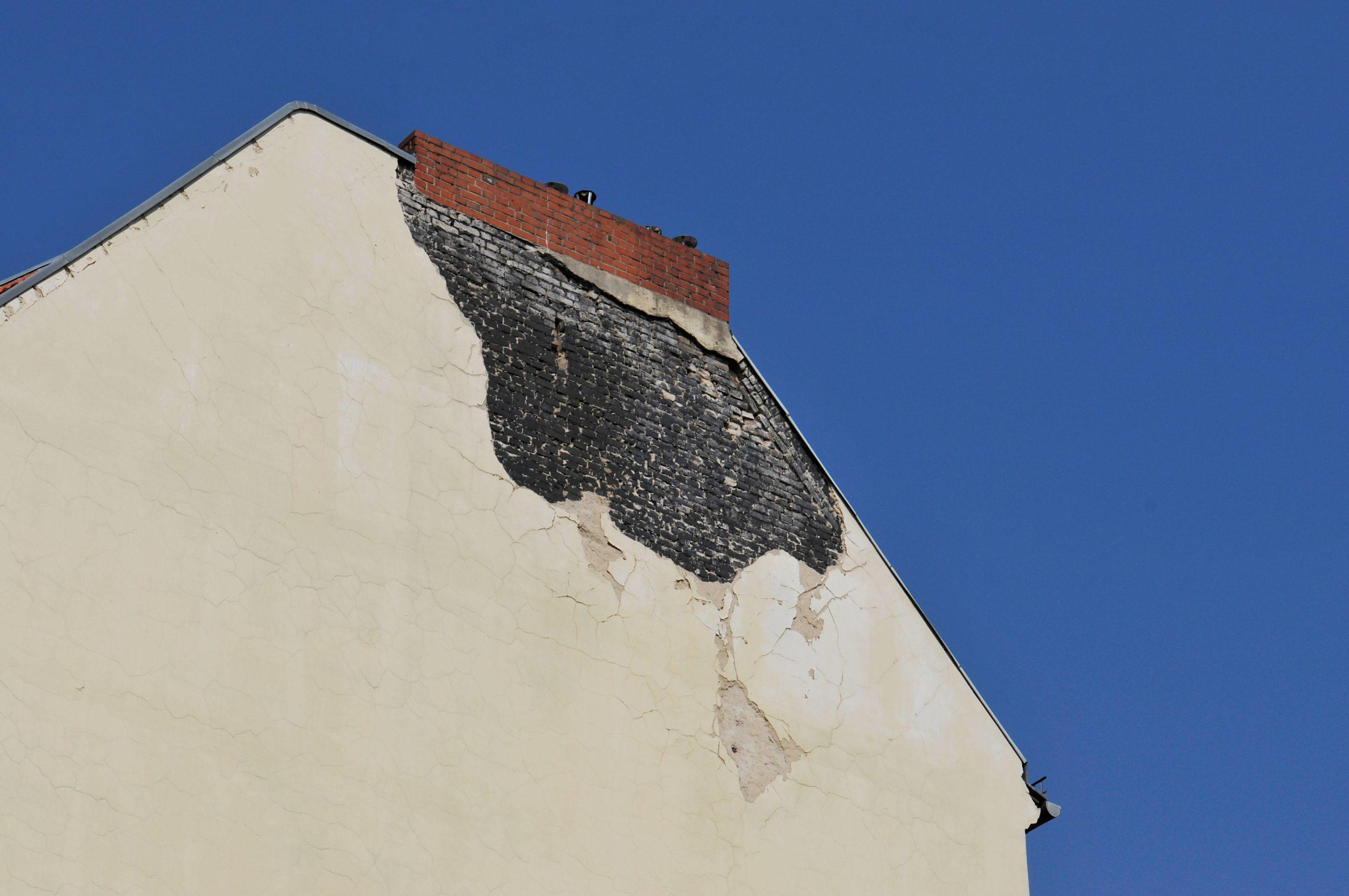 Beschädigte Brandmauer in Schöneberg. Foto: Imago/Schöning