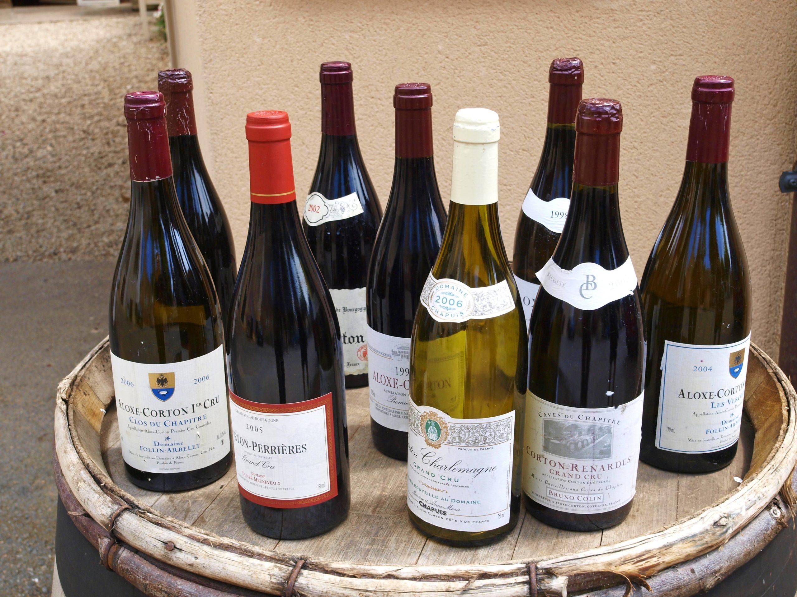 Weinbar Berlin Im Jaja gibt es vor allem französische Weine. In lockerem Ambiente kann man sich in Neukölln durch die Weine probieren.