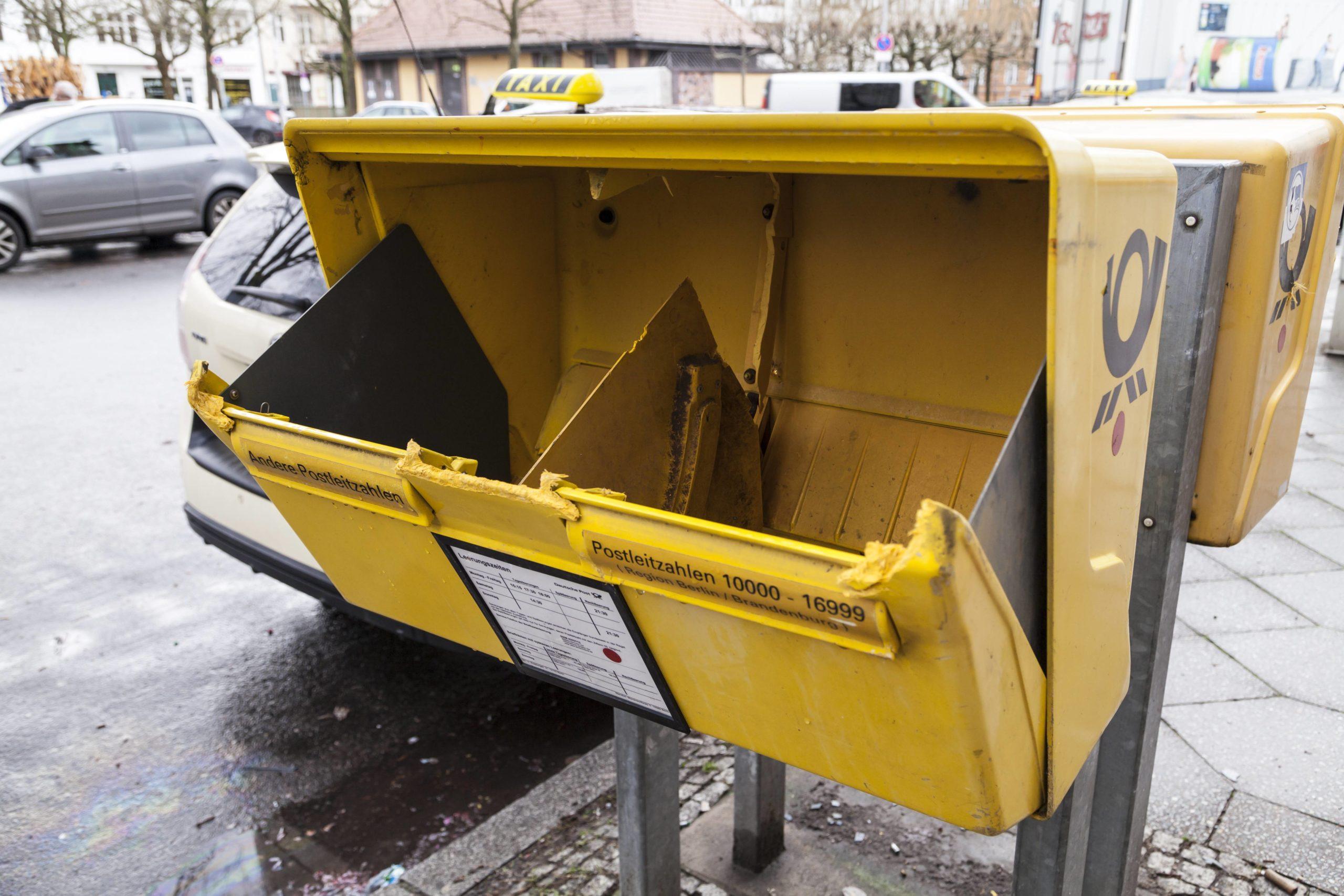 Aufgebrochener Briefkasten am Mierendorfplatz. Foto: Imago/STPP