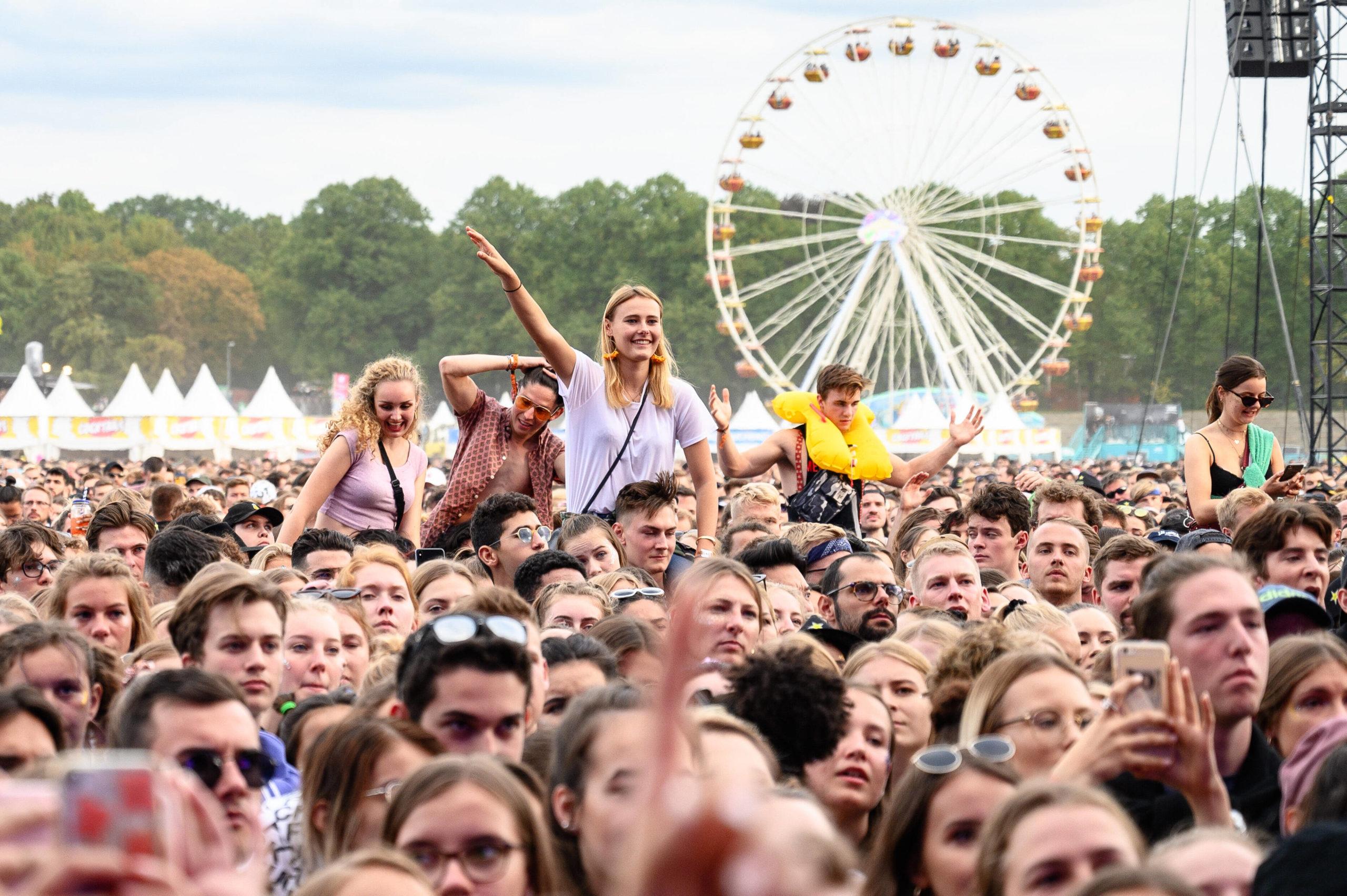 Das Lollapalooza im Olympiastadion ist ein Indie, Rock, Pop, Hip Hop und Electronic Festival in Berlin. Seit 2015 werden jährlich über 70 000 Menschen erwartet. Foto: Imago/Charles Yunck