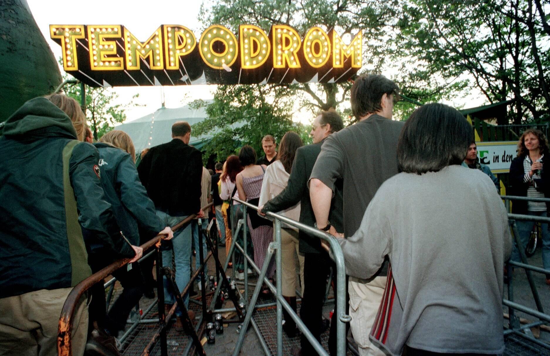 Der alte Standort des Tempodrom im Tiergarten, späte 1990er-Jahre. Foto: Imago/Brigani-Art