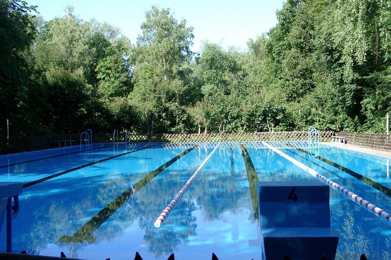 Schwimmbad nacktbaden Textilfreier Badespaß: