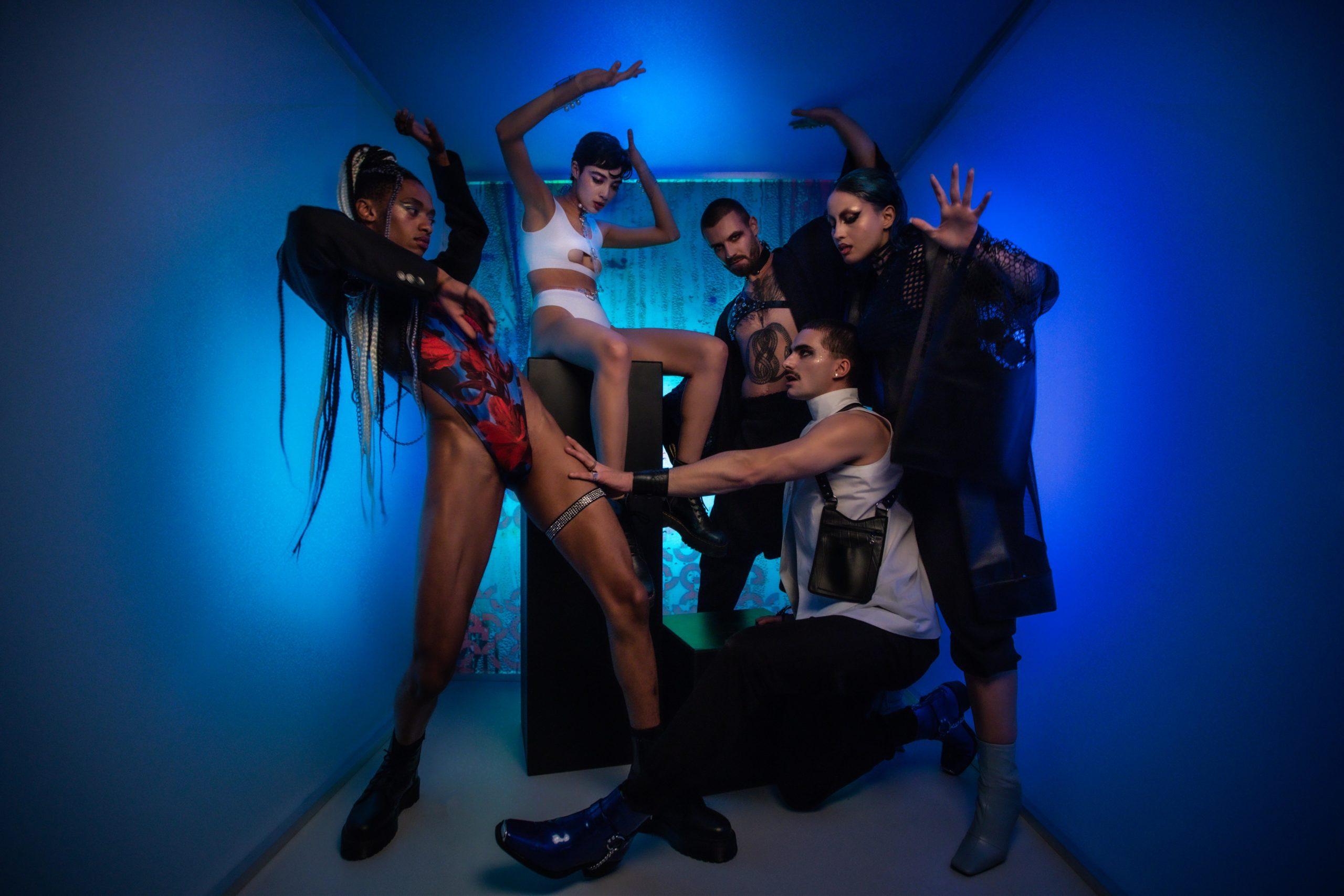 Stil Mode für einen sexpositiven Lebensstil: Unsere Outfits für die Dancefloors 2021 stellen wir bei The Code zusammen.